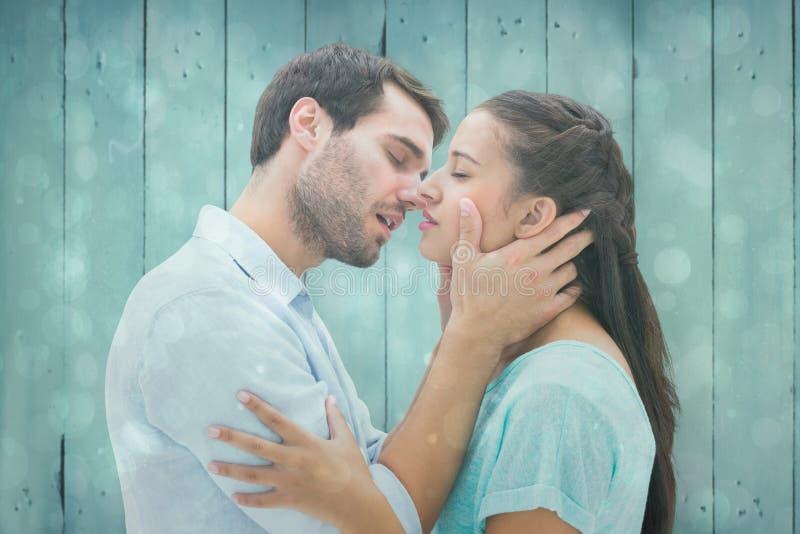Samengesteld beeld van aantrekkelijk jong paar ongeveer aan kus royalty-vrije stock afbeeldingen