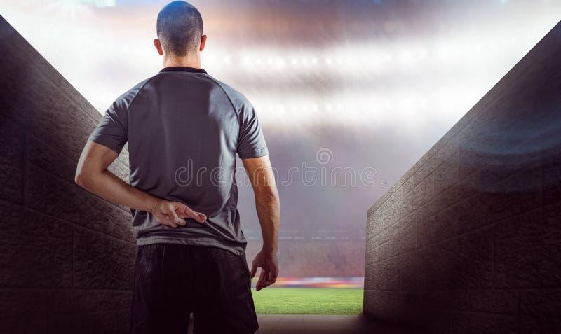 Samengesteld beeld van achtermening van rugbyspeler met gekruiste vingers royalty-vrije stock fotografie
