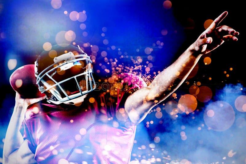 Samengesteld beeld van Amerikaanse voetbalster met bal het richten stock foto