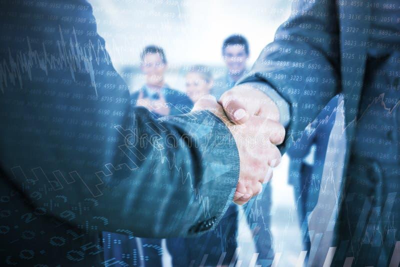 Samengesteld beeld van bedrijfsmensen die handen dicht omhoog schudden royalty-vrije stock afbeelding
