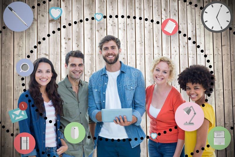 Samengesteld beeld van creatieve collega's met laptop en digitale tablet royalty-vrije stock afbeeldingen