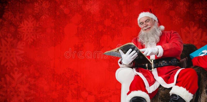 Samengesteld beeld van de bijbel van de santalezing met aanwezige zak Kerstmis royalty-vrije stock afbeelding