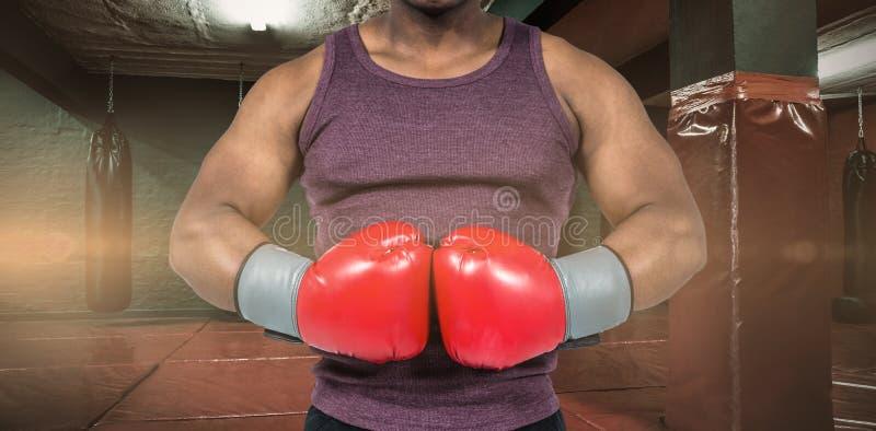 Samengesteld beeld van de geschikte mens met bokshandschoenen stock foto