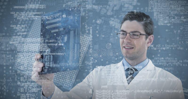 Samengesteld beeld van de holdingsmotherboard van de computeringenieur stock foto