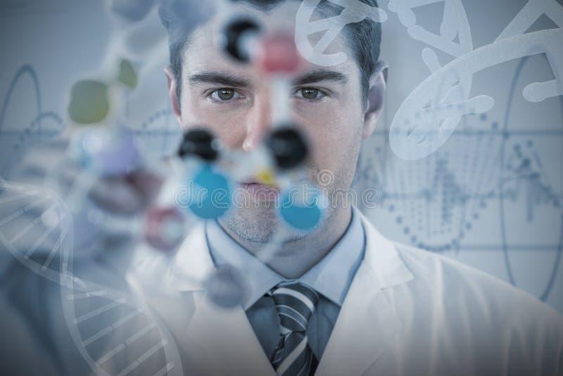 Samengesteld beeld van de jonge structuur van de wetenschapper experimenterende molecule stock afbeeldingen