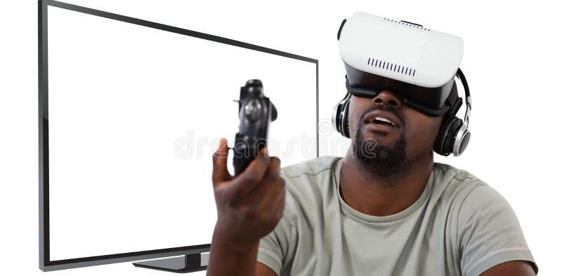 Samengesteld beeld van de mens gebruikend virtuele werkelijkheidshoofdtelefoon en spelend videospelletje stock fotografie
