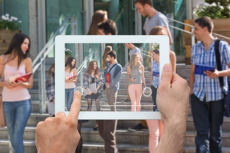 Samengesteld beeld van de tabletpc van de handholding stock foto