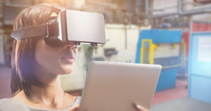 Samengesteld beeld van dichte omhooggaand van onderneemster die virtuele glazen en tabletcomputer houden royalty-vrije stock foto