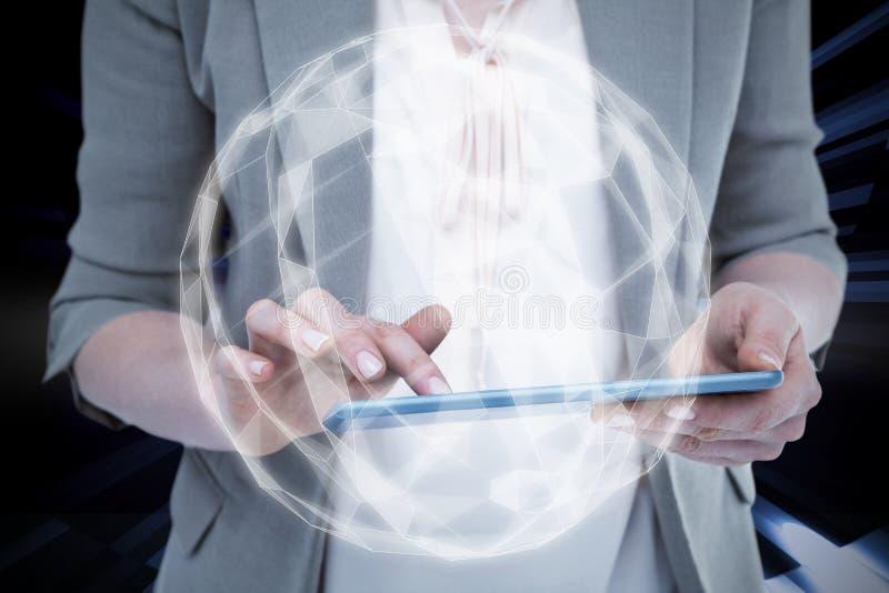 Samengesteld beeld van dichte omhooggaand van vrouw die tablet gebruiken royalty-vrije stock fotografie