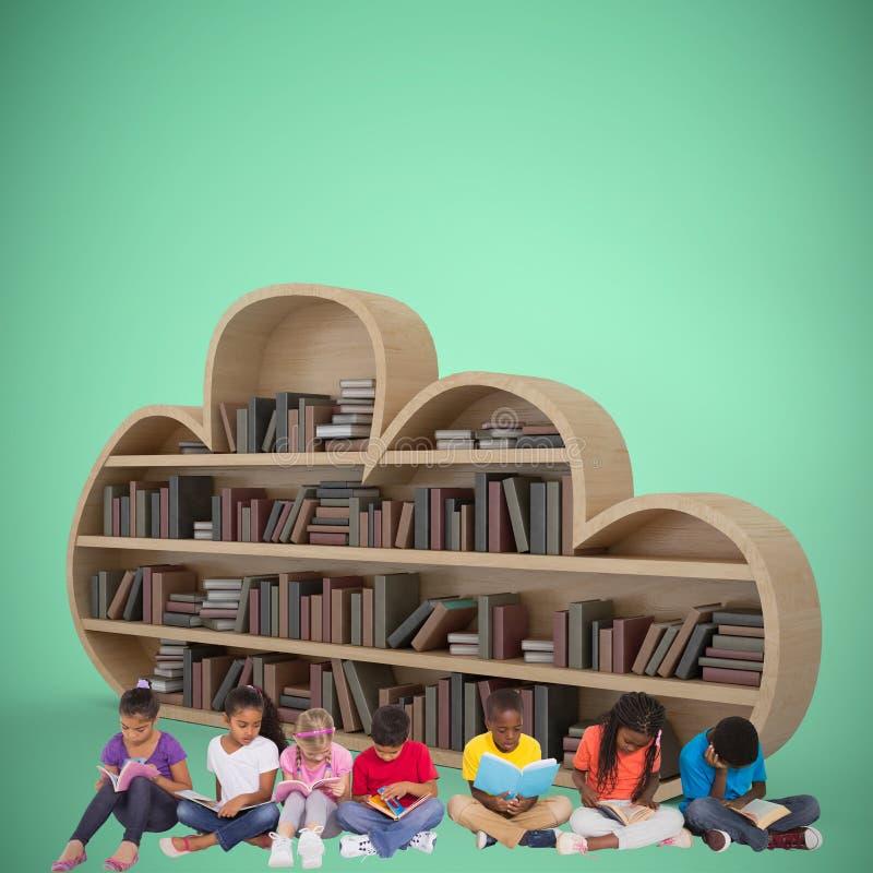 Samengesteld beeld van elementaire leerlingen die boeken lezen royalty-vrije stock foto's