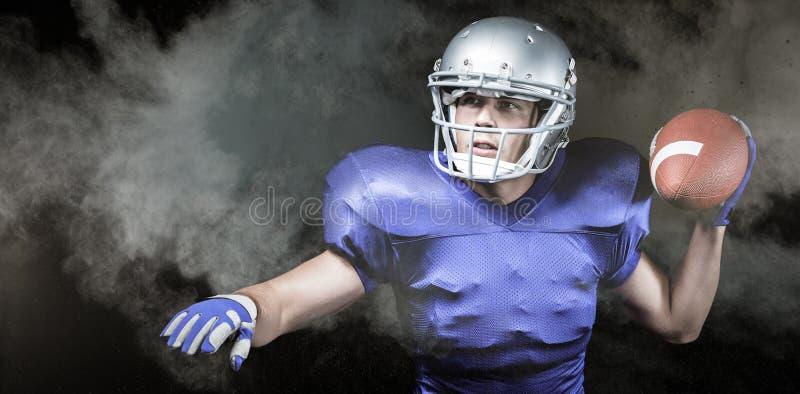 Samengesteld beeld van ernstige Amerikaanse voetbalster die bal werpen stock foto