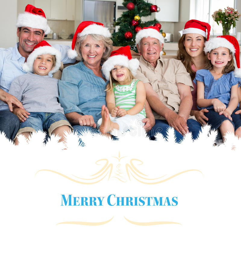 Samengesteld beeld van familie in santahoeden die Kerstmis vieren stock afbeeldingen