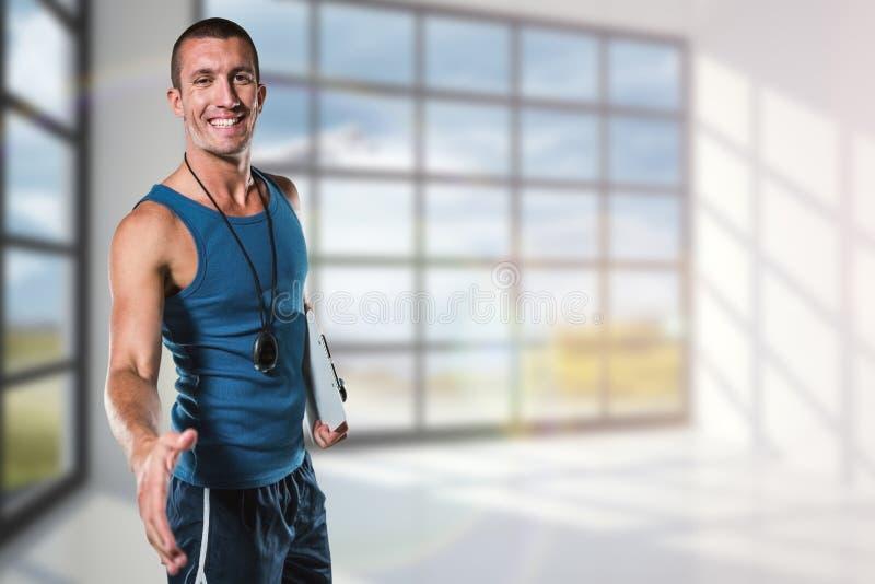 Samengesteld beeld van gelukkige persoonlijke trainer die handdruk geven royalty-vrije stock foto's