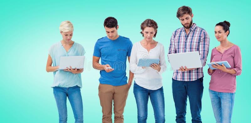 Samengesteld beeld van groep jonge collega's die laptop en tablet gebruiken stock foto's