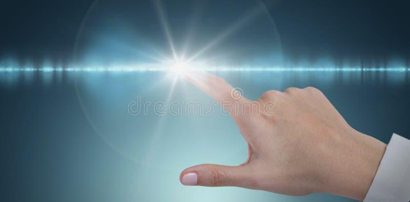 Samengesteld beeld van hand van vrouwelijke arts die het digitale scherm met behulp van stock foto