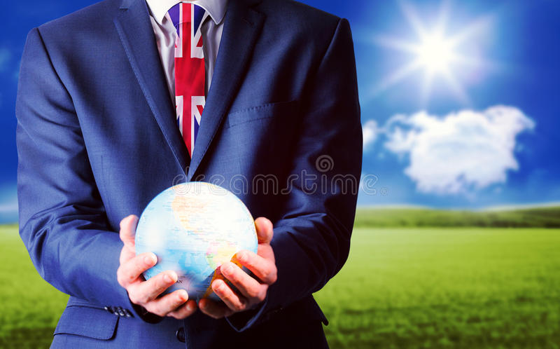 Samengesteld beeld van hand van zakenman die aardse bol houden royalty-vrije stock afbeeldingen