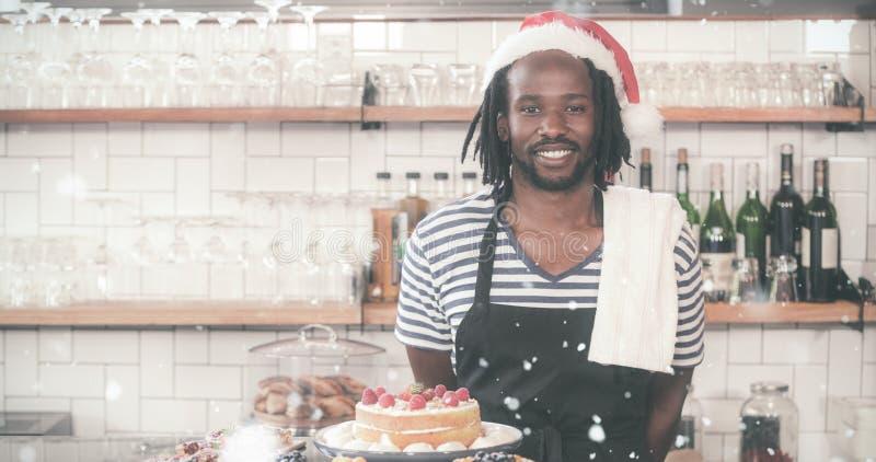 Samengesteld beeld van het gelukkige hipsterarbeider stellen met Kerstmishoed royalty-vrije stock foto