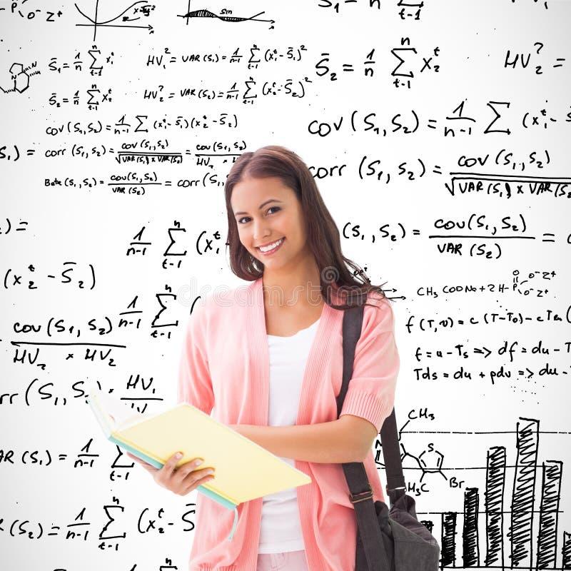Samengesteld beeld van het mooie student glimlachen bij camera stock fotografie