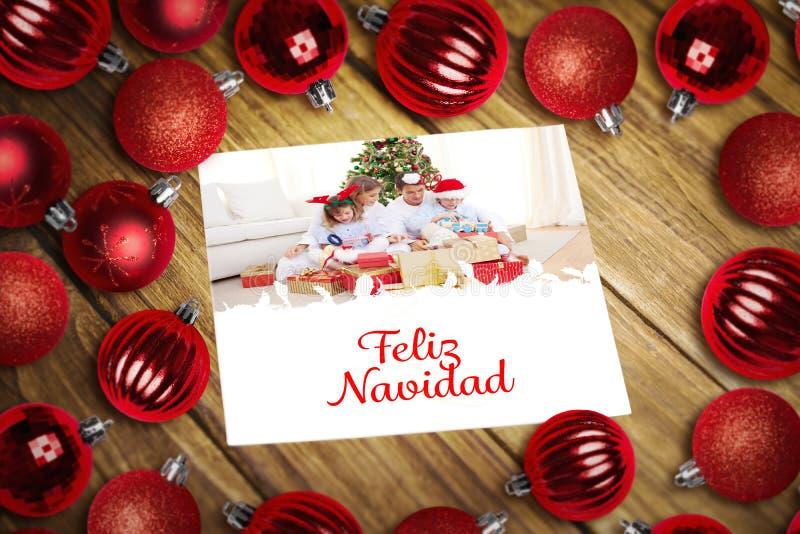 Samengesteld beeld van Kerstmissnuisterijen op lijst royalty-vrije stock foto
