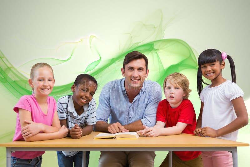 Samengesteld beeld van leraar en leerlingen die bij camera bij bibliotheek glimlachen royalty-vrije stock afbeelding