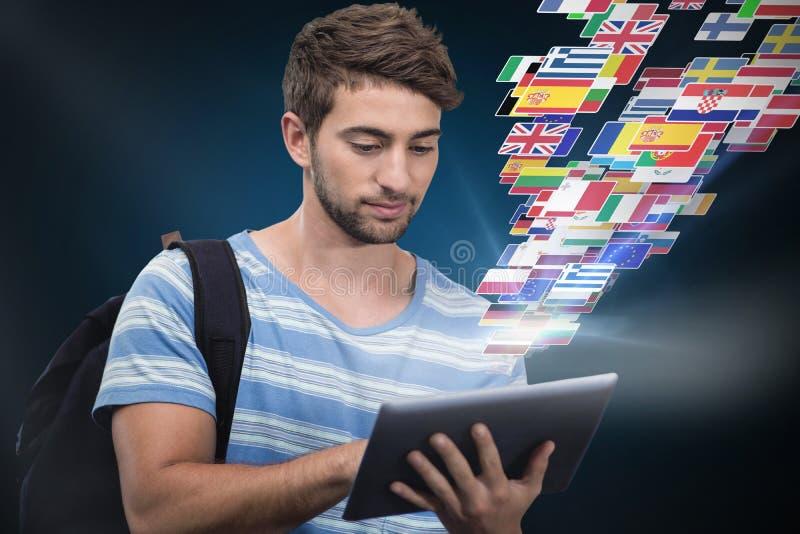 Samengesteld beeld van mannelijke student die digitale tablet gebruiken royalty-vrije stock afbeeldingen