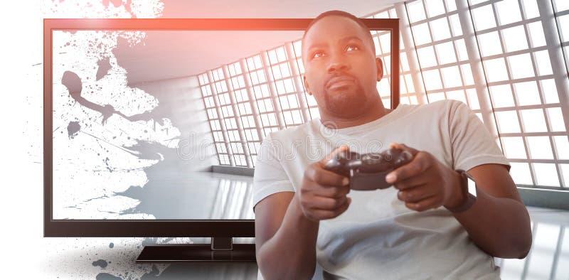 Samengesteld beeld van mens het spelen videospelletje tegen witte achtergrond royalty-vrije stock afbeelding