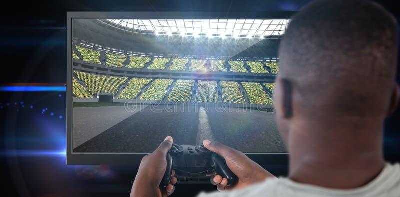 Samengesteld beeld van mens het spelen videospelletje tegen witte achtergrond royalty-vrije stock foto