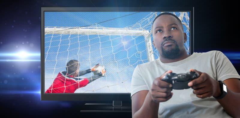 Samengesteld beeld van mens het spelen videospelletje tegen witte achtergrond stock fotografie