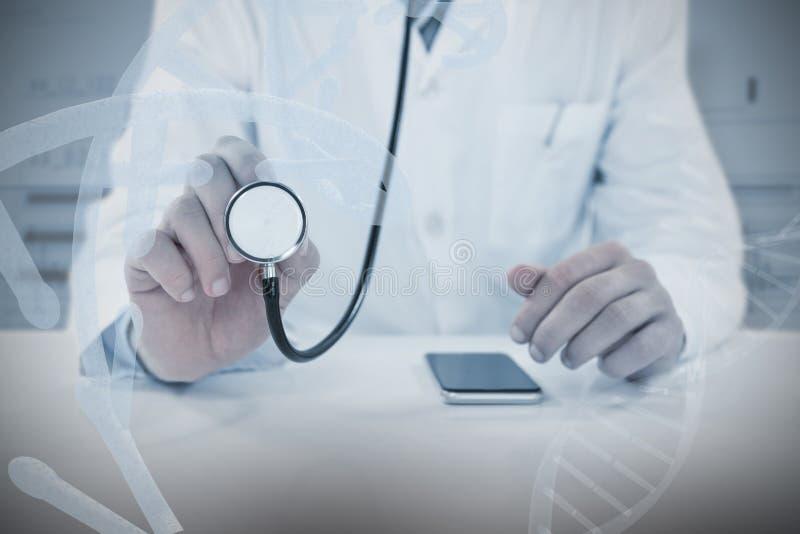 Samengesteld beeld van midsection van de stethoscoop van de artsenholding stock fotografie