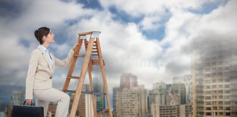 Samengesteld beeld van onderneemster die carrièreladder met aktentas beklimmen royalty-vrije stock foto