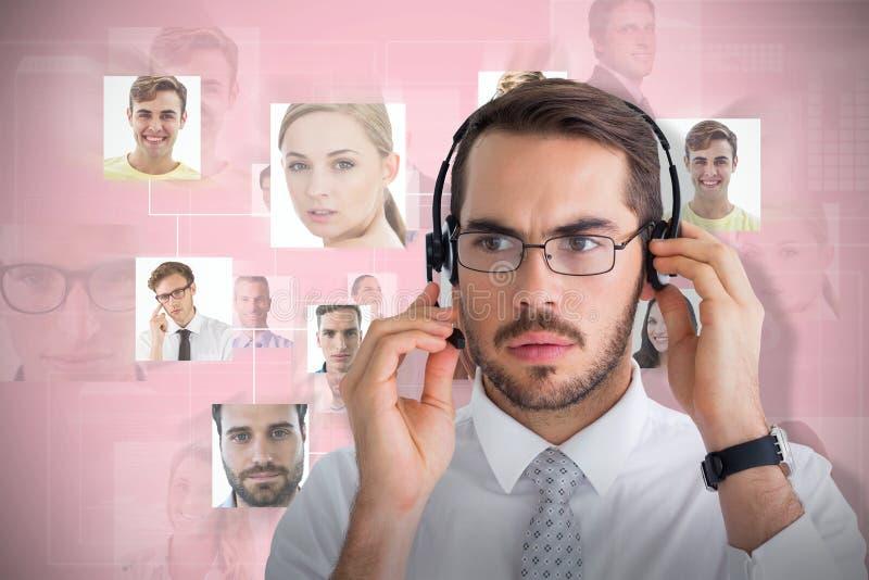 Samengesteld beeld van portret van een geconcentreerde zakenman met hoofdtelefoon stock afbeeldingen