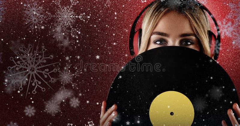Samengesteld beeld van portret van een mooie vrouw die een vinyl houden royalty-vrije stock foto