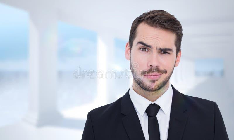 Samengesteld beeld van portret van een sceptische goed geklede zakenman royalty-vrije stock foto