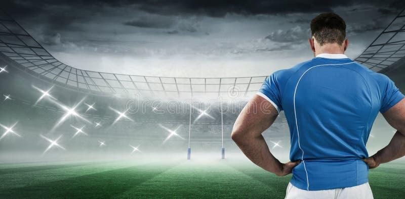 Samengesteld beeld van rugbyspeler met handen op heupen stock fotografie