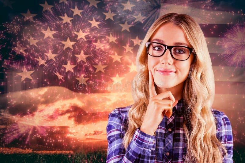Samengesteld beeld van schitterend glimlachend blonde die hipster denken royalty-vrije stock afbeeldingen