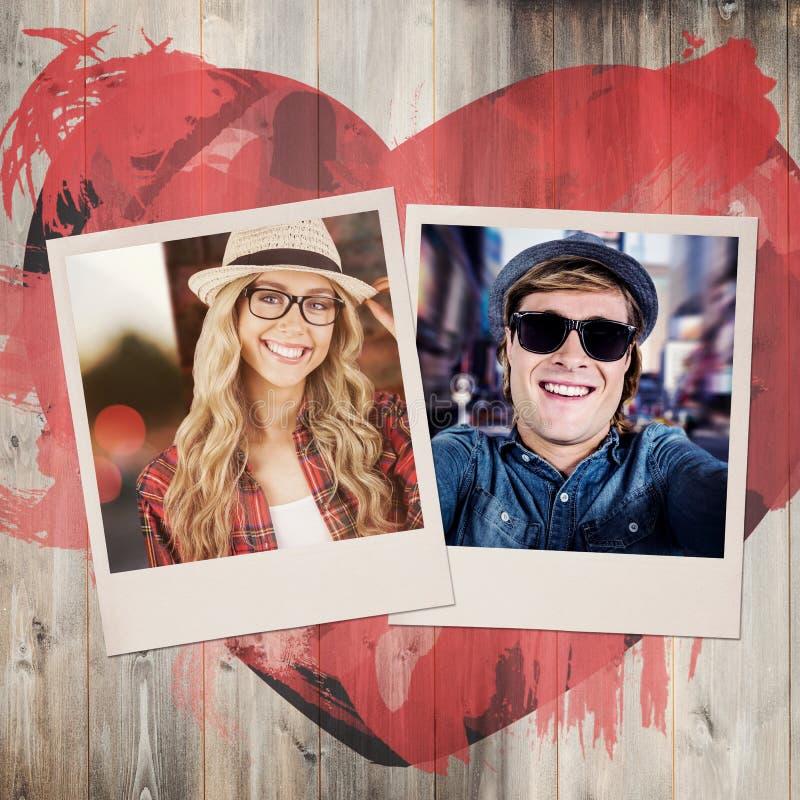 Samengesteld beeld van schitterend glimlachend blonde die hipster stellen royalty-vrije stock afbeeldingen