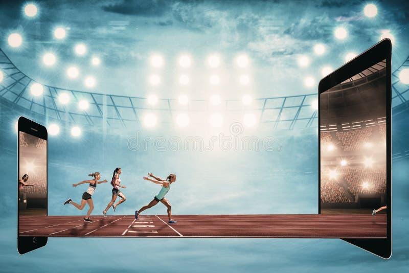 Samengesteld beeld van sportvrouw die haar looppas beëindigen royalty-vrije stock foto's