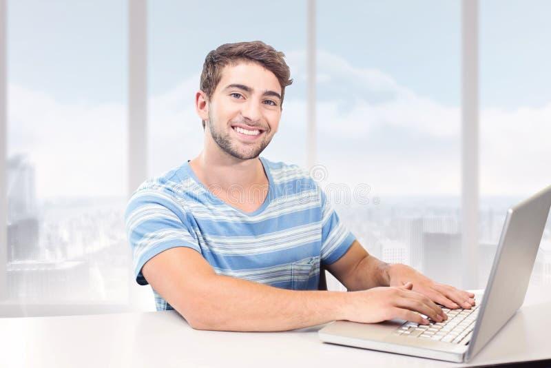 Samengesteld beeld van student op laptop stock fotografie
