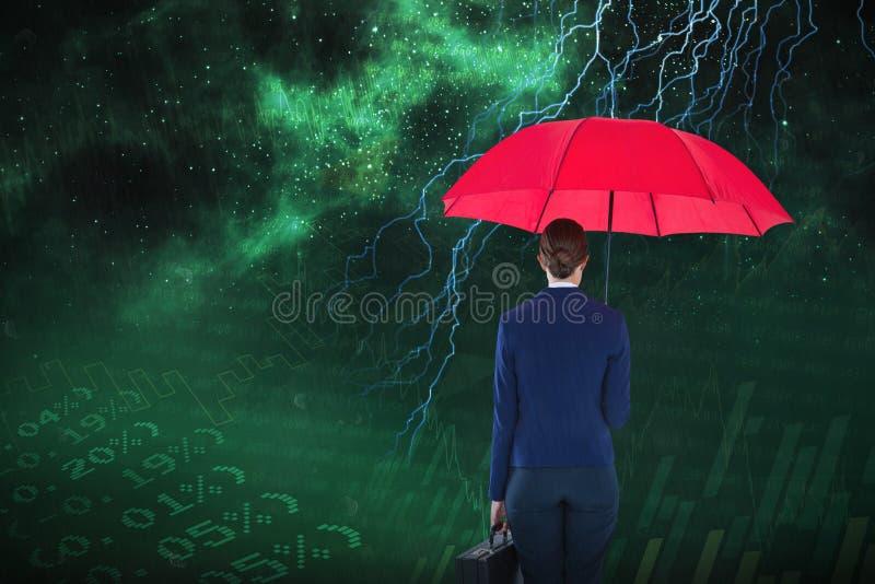 Samengesteld beeld van volledige lengte achtermening van onderneemster die rode paraplu en aktentas dragen royalty-vrije stock foto's