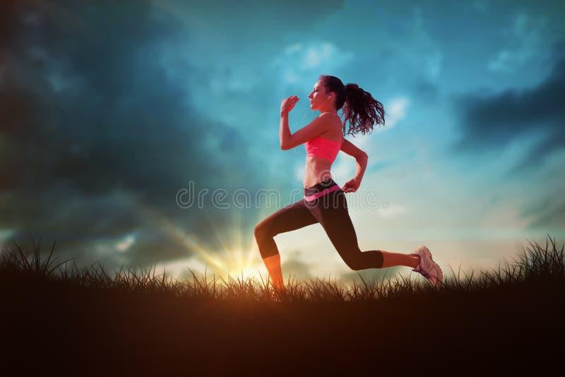 Samengesteld beeld van volledige lengte van gezonde vrouwenjogging stock fotografie