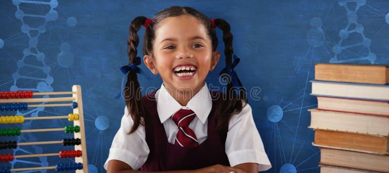 Samengesteld beeld van vrolijk schoolmeisje met stapel boeken stock fotografie