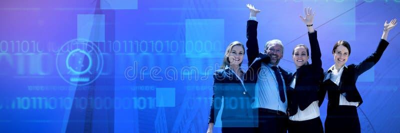 Samengesteld beeld van vrolijke bedrijfsmensen die zich tegen witte achtergrond bevinden royalty-vrije stock foto