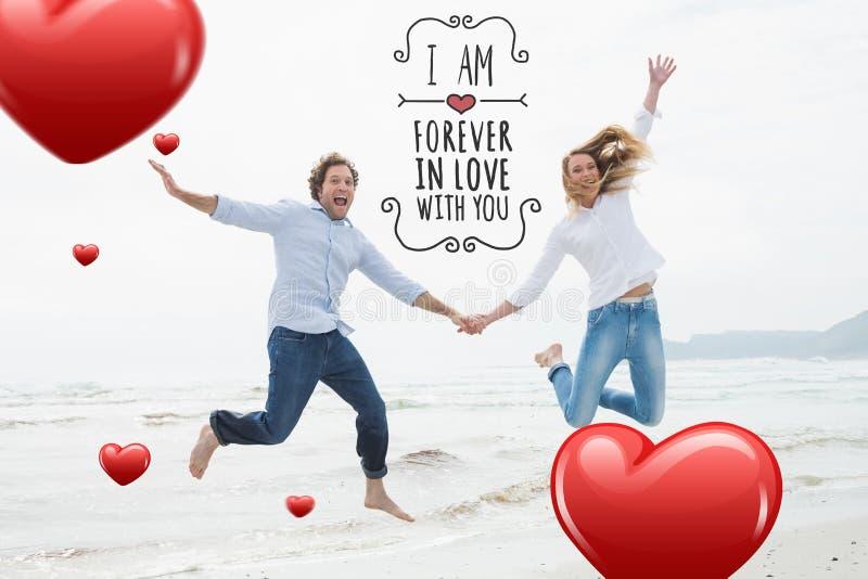 Samengesteld beeld van vrolijke paarholding handen en het springen bij strand royalty-vrije illustratie