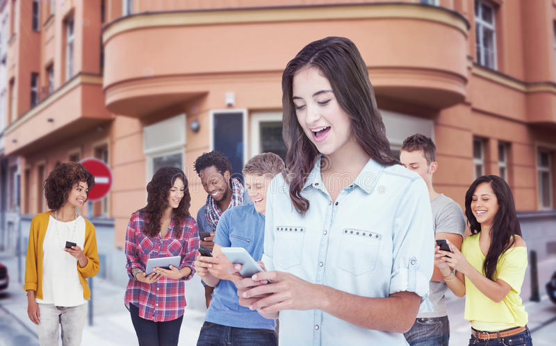 Samengesteld beeld van vrouw die mobiele telefoon met behulp van royalty-vrije stock afbeelding