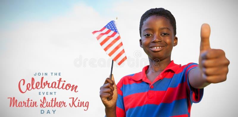 Samengesteld beeld van weinig jongen die Amerikaanse vlag golven royalty-vrije stock fotografie