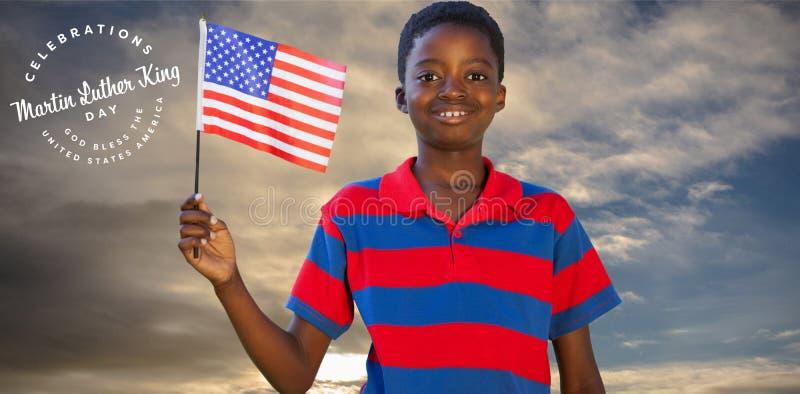 Samengesteld beeld van weinig jongen die Amerikaanse vlag golven royalty-vrije stock foto