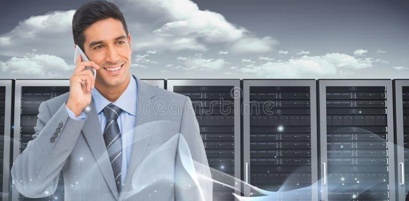 Samengesteld beeld van zakenman die mobiele telefoon met erachter collega's met behulp van stock afbeeldingen
