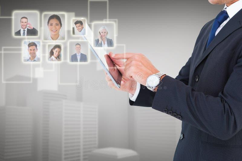 Samengesteld beeld van zakenman in kostuum die digitale tablet gebruiken royalty-vrije stock afbeeldingen
