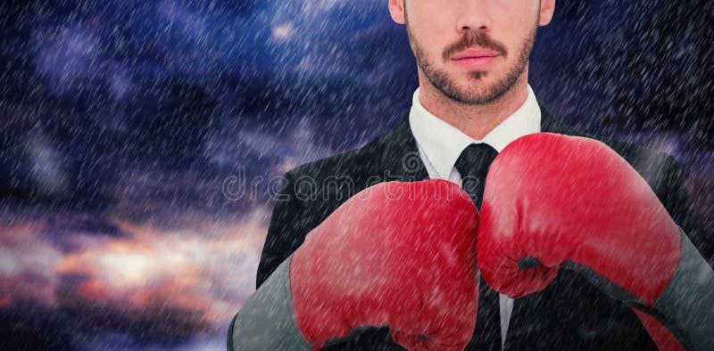 Samengesteld beeld van zakenman met bokshandschoenen royalty-vrije stock afbeeldingen