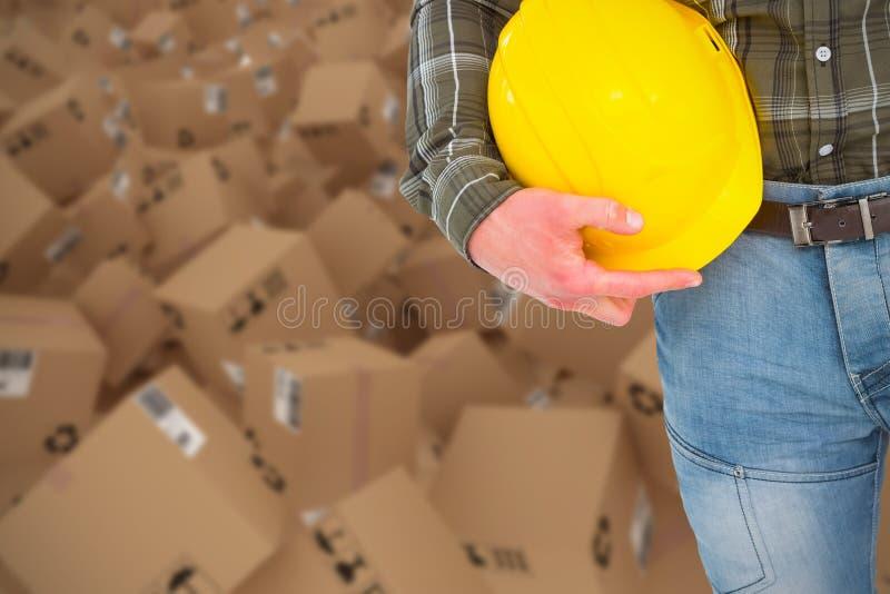 Samengesteld 3d beeld van de helm van de handarbeidersholding stock foto